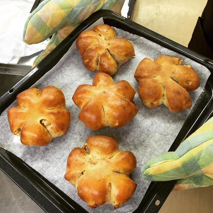 Walnuts bread with No flour at all!!! Can you believe it??!! 小麦粉を全く使わないクルミパン見た目は勿論味も納得の行く出来栄えです高瀬先生が日々研究を重ねて生み出されるパンとスイーツは極上です #lowcarb #sugarfree #paleo #bulletproofdiet #diet #糖質制限 #糖質オフ #低糖質 #ローカーボ #ロカボ #ダイエット #マリー秋沢 #高瀬靖弘 #くるみパン #パン教室 #料理教室 by xxyukikoxx