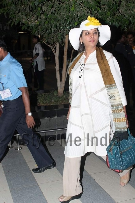 Shabana Azmi and Javed Akhtar snapped at airport http://shar.es/snNQb