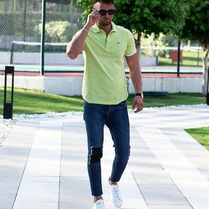 #uomini #uominiconstreetstyle #streetstyle #classe #scarpe #maglioni #moda #jeans #jeansstrappati #camicia #clarks #watch #orologio #accessori #elegante #elegant #giacca #uominiconclasse by uominiconstreetstyle