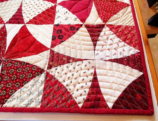 I really like the way the quilting is done on this Winding Ways quilt. Beautiful!