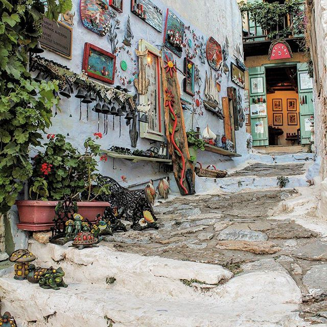 ALONISSOS Old Town Traditional Shops #caves #griechenland #landscape #ecosystem #alonissos #alonnisos #alonissosisland #alonissosbeach #alonissosbeachhotel #skiathos #skopelos #visitgreece #visitsporades #grecia #isolegreche #greekislands #traditionalart #greece #greek  #vacation #holidays #vacances #honeymoon #vakantie #travelgram #travel #travelstyle #picoftheday #greece #greek #futuravacanze