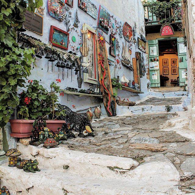 ALONISSOS Old Town Traditional Shops #caves #griechenland #landscape #ecosystem #alonissos #alonnisos #alonissosisland #alonissosbeach #alonissosbeachhotel #skiathos #skopelos #visitgreece #visitsporades #grecia #isolegreche #greekislands #traditionalart #greece #greek #vacation #holidays #vacances #honeymoon #vakantie #travelgram #travel #travelstyle #picoftheday #greece #greek #futuravacanze