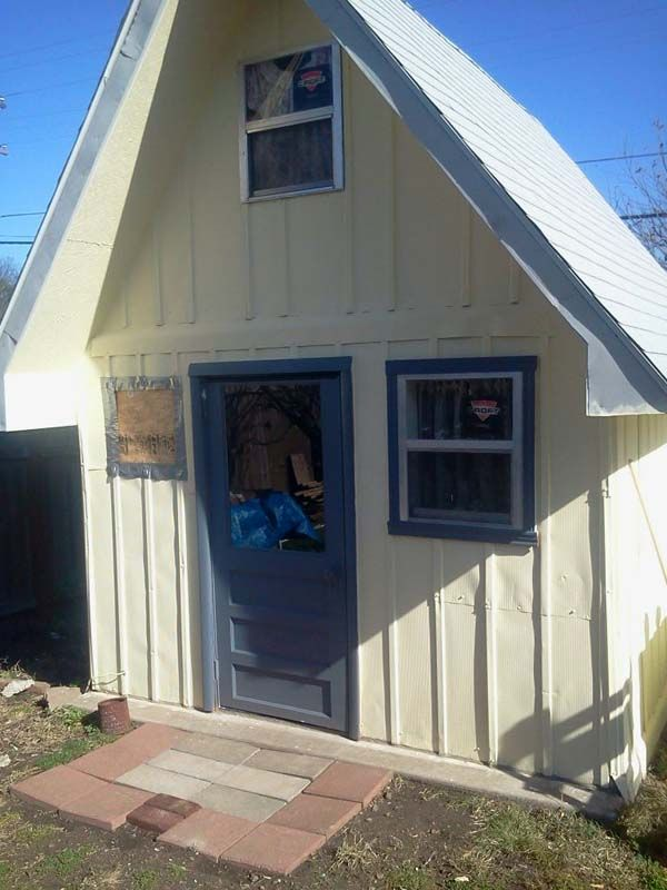 It's not uncommon to see a small shed in someone's backyard. Many people use them to store gardening items or other things that simply don't fit in the main house. So at first glance, Monica Smith's 8×10 backyard shed didn't look all that strange to the neighbors. When they saw the amount of work she...