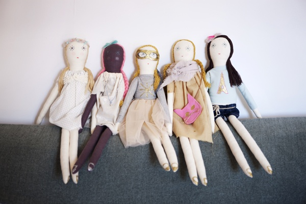 minina loves dolls by noemi jariod