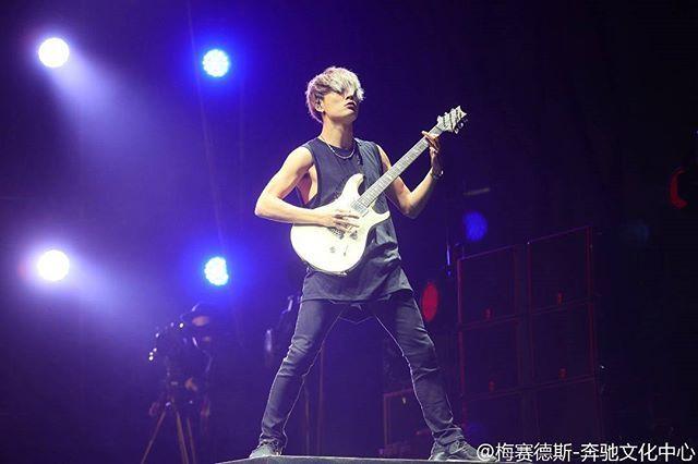WEBSTA @ oneokrockworld - Toru!ONE OK ROCK Live at Mercedes-Benz Arena Shanghai in Shanghai, China (November 22, 2016)Photo by Mercedes-Benz Arena Shanghai on Weibo#oneokrock #oneokrockworld