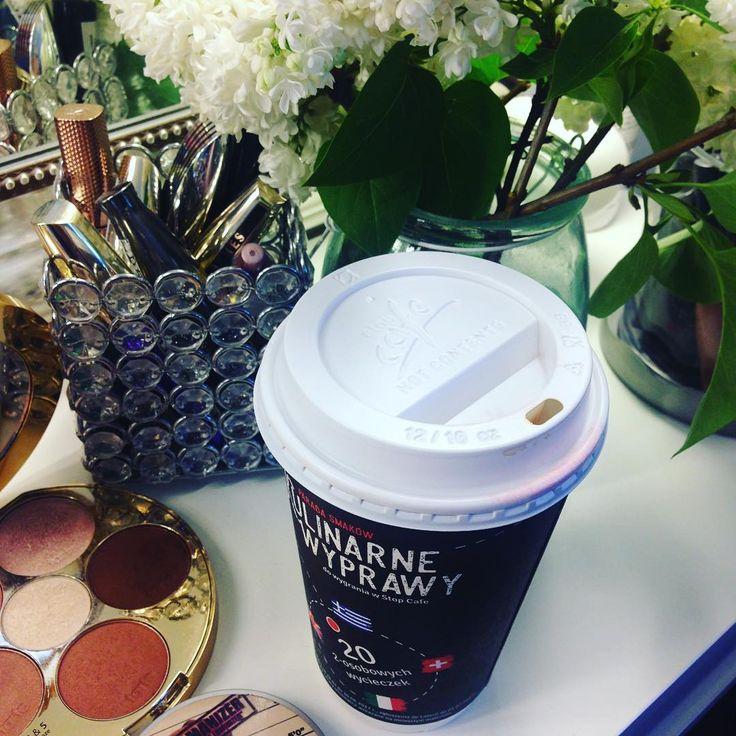 Często Panie Młode mnie sie pytają czy podczas makijażu moze również uczestniczyć fotograf ? Oczywiscie , ze Tak! A jak jeszcze częstuje kawą to juz super sympatycznie ;) #makeup #makeupstudio #weddingmakeup #photography #dior #smashbox #maclipstick #tarte #anastasiabeverlyhills #bez #coffeetime @stefanolszak.pl ����☕️☺️ http://gelinshop.com/ipost/1523830604414788718/?code=BUlu9xyAyRu