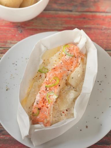 Papillote de saumon aux poires et à la vanille : Recette de Papillote de saumon aux poires et à la vanille - Marmiton