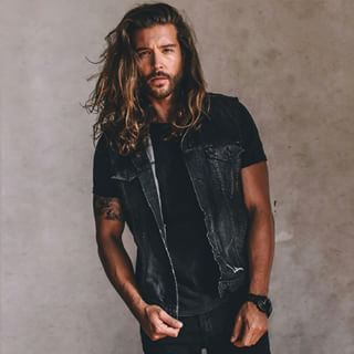 This ruggedly handsome hunk. | 21 Drool-Worthy Men Who Prove Long Hair Is The Best Hair