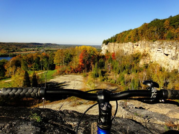 The start of fall colors at the Niagara Escarpment.