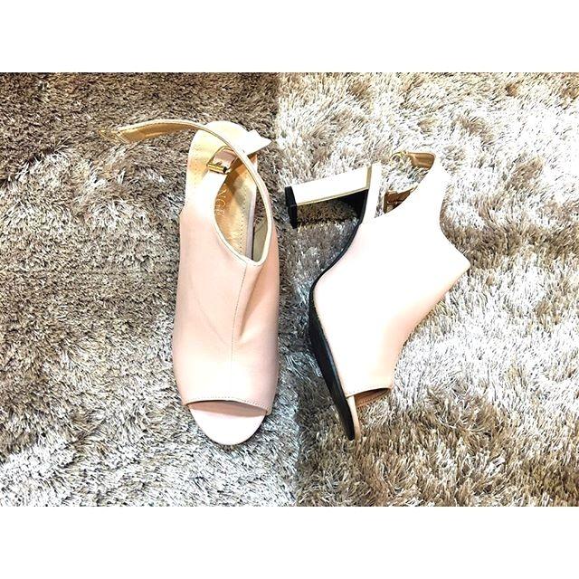 30 Sepatu Cream Hitam Biru Rp 300000 #sepatuwanitaflatshoes #sepatuhandmadekulit #sepatuoriginalmurah #sepatukerjamodis #sepatuhandmadeberkualitas #sepatuwanitakeren #sepatuwanitatrendy #sepatuimportbagus