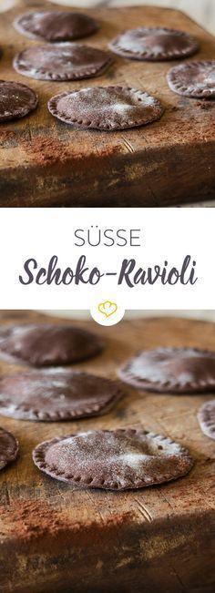Eine Creme aus Mascarpone, Vanille und frischer Minze harmonisiert perfekt mit den selbstgemachten, schokoladigen Ravioli.