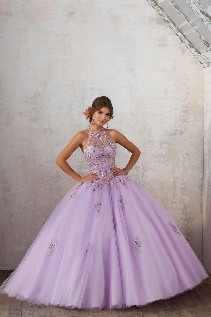 Balowa suknia w kwiaty VIZCAYA Piękny haftowany gorset ze stójką. Tiulowa spódnica zdobiona koronkami z falbanami zakończonymi koralikami. Sprzedawana razem …