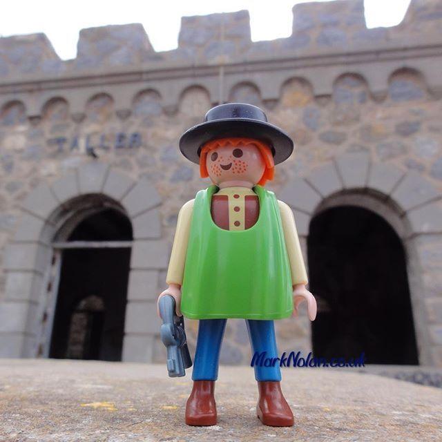 That's the workshop locked up. #Playmobil #taller #workshop #castle #man