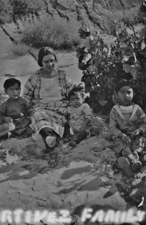 YAQUI WOMAN (TEXAS BAND) WITH HER CHILDREN