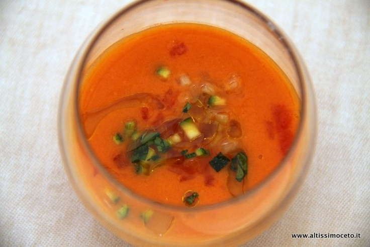 Zuppa di pomodoro e agrumi con basilico