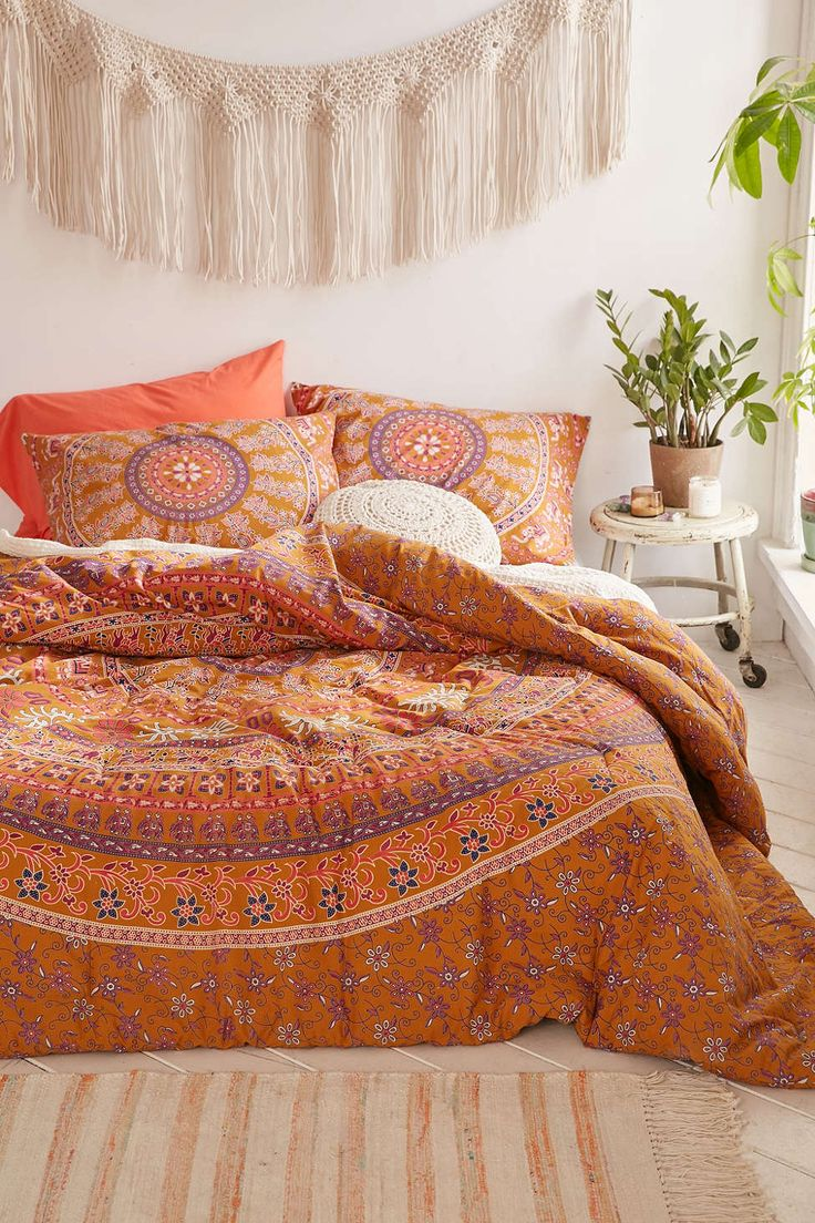 jiya medallion comforter beautiful urban outfitters and. Black Bedroom Furniture Sets. Home Design Ideas