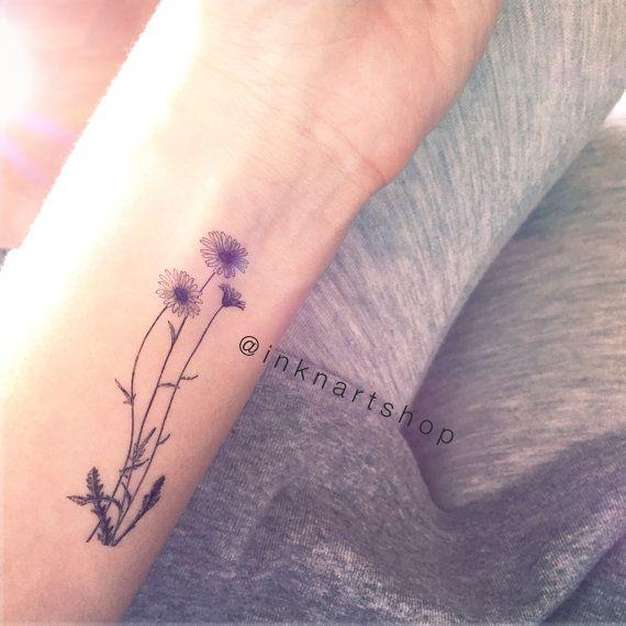 Questo set comprende illustrazione di Margherita selvatico temporaneo tatuaggio x 2 pezzi Dimensioni: 7,5 x 2,5 cm ciascuno  Perché non acquistare in