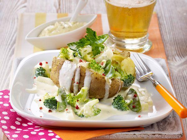 Kartoffeln mit Sommergemüse | http://eatsmarter.de/rezepte/kartoffeln-mit-sommergemuese