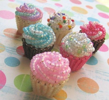 beaded cupcakes (image only) - swirl strings of beads for the frosting - great  idea