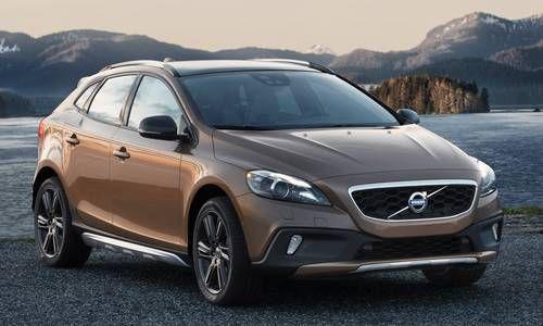 #Volvo #V40CrossCountry. La berlina con il carattere da fuoristrada, assetto rialzato, pneumatici più grandi e carrozzeria più robusta.