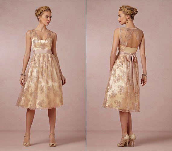 Aranyban játszó menyasszonyi ruhák
