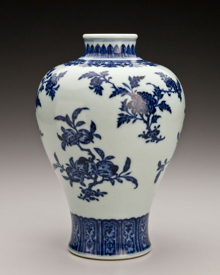 Vase with floral design, Qing dynasty Qianlong period   Indianapolis Museum of Art