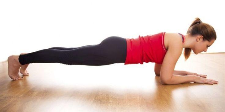 Femme qui fait le planche Lire la suite :http://www.sport-nutrition2015.blogspot.com