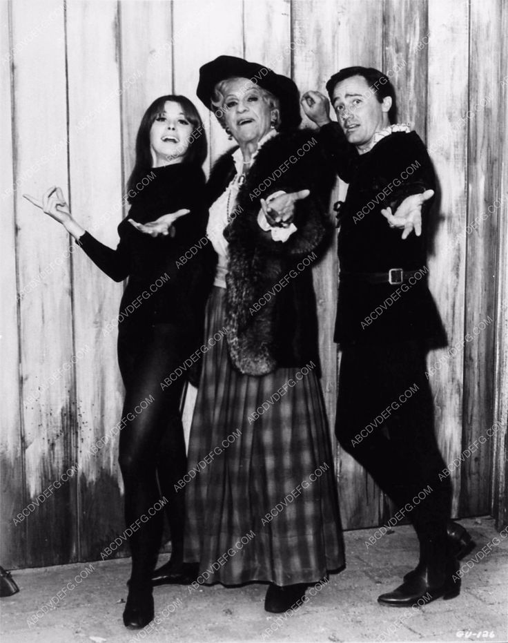 photo Boris Karloff in drag Robert Vaughn TV show The Girl from Uncle 1849-20