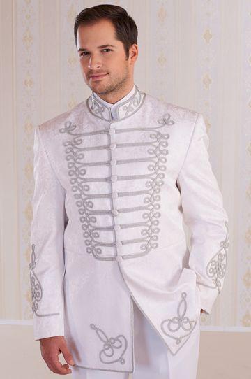 Fehér önmagában mintás brokátból készült Atilla- nemesi viselet