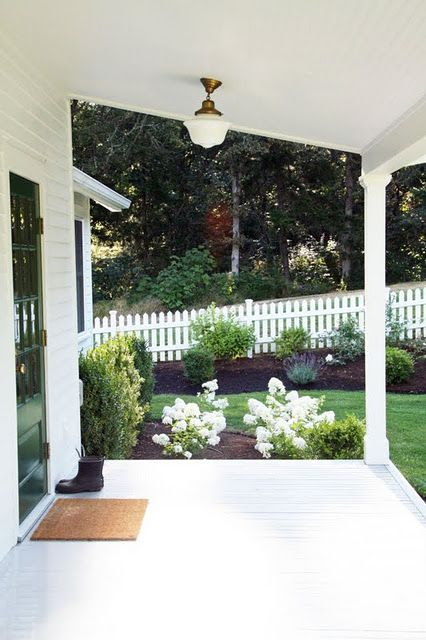 125 best country farmhouse porches images on pinterest for Country farm simples