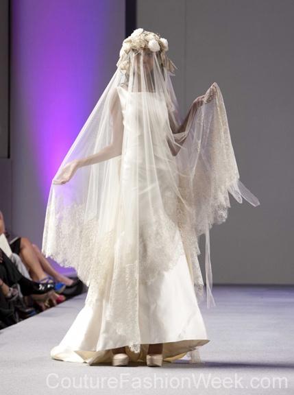 #moteuke #design #model #stil #kvinne #IsabelZapardiez #mote #couture #fashion #brudekjole #kjole #slør #blomster #detaljer #2013