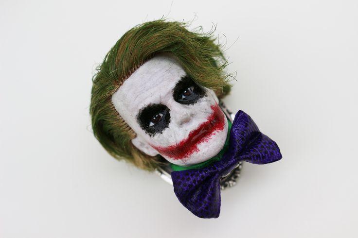 RÉSERVÉE à Alizée Broche tête de Ken déguisé en Joker : Broche par jennifleur