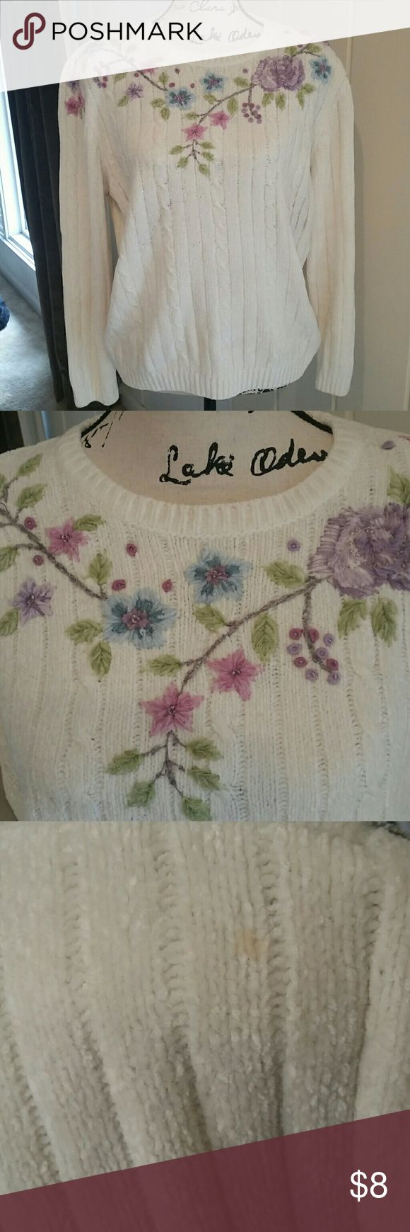 Vintage Sweater Soft and cozy Alfred Dunner vintage sweater in very good used condition. The only flaw is one small discoloration on the back of the right shoulder (pic 3). I honestly don't believe anyone would notice it unless they were looking for it. Antique white in color. Alfred Dunner Sweaters