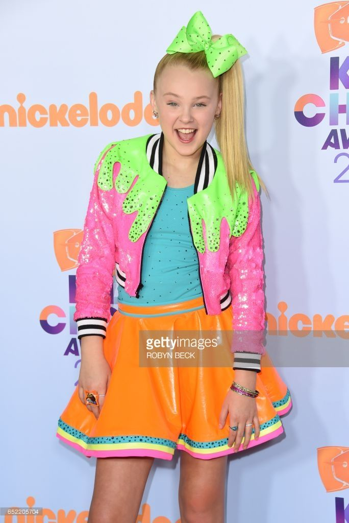 Actress JoJo Siwa arrives for the 30th Annual Nickelodeon Kids' Choice Awards, March 11, 2017 at the Galen Center on the University of Southern California campus in Los Angeles. / AFP PHOTO / Valerie MACON