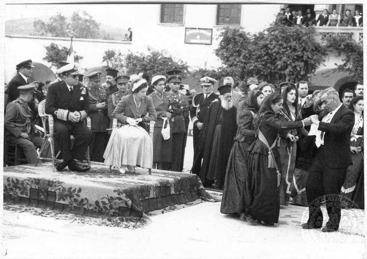Ο Βασιλιάς Παύλος και η Βασίλισσα Φρειδερίκη παρακολουθούν τοπικούς παραδοσιακούς χορούς στο δήμο Ολύμπου της Καρπάθου. Κάρπαθος Date Period:1952-1954 Repository:GENNADIUS LIBRARY ARCHIVES Collection Title:   Photographs from the Historical ArchivesNikolaos Mavris