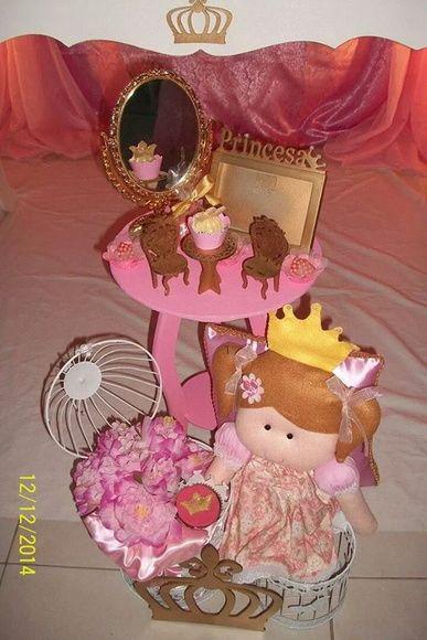 http://www.elo7.com.br/decoracao-provencal-boneca-princesa/dp/4EFD4F
