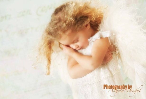 A lil sweetie. Somerset Ky Photographer  #curls#little#girls#photo shoot ideas#children's photography