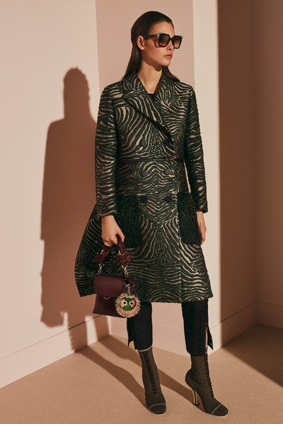 View the full Fendi Pre-Fall 2017 collection.