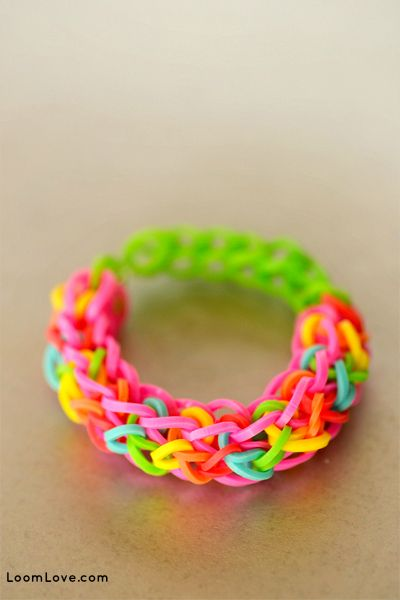 Rainbow loom random colored bracelet when we don't know what color the kid likes