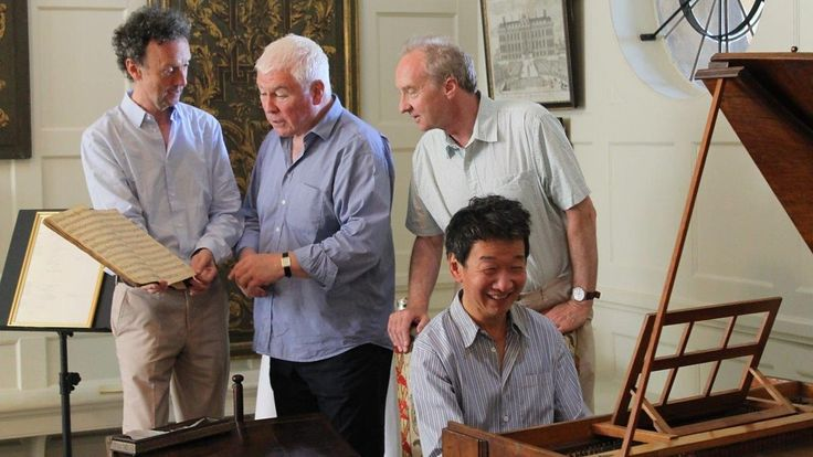 Paul Boucher (curator), Sean Rafferty and the Duke of Buccleuch with Melvyn Tan on Handel's harpsichord. The instrument was out of tune but Melvyn gamely gave a quick rendition. (1200×675)