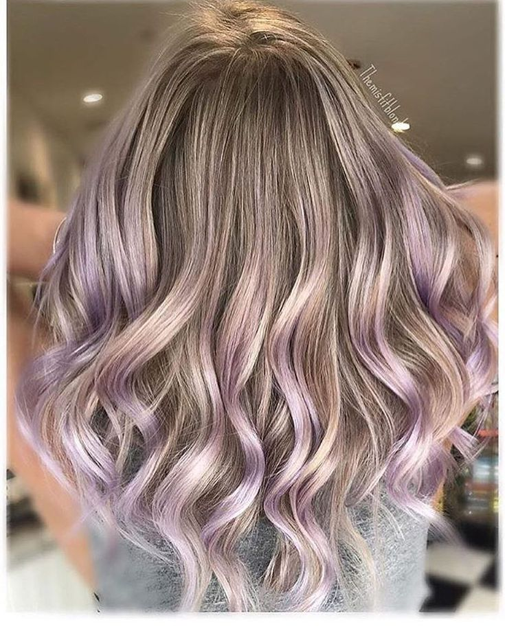 Full foil, @framarint pop up foils and brushes, and painted ends @oligopro extra blonde 30-40v. At the sink toned with @goldwellus 10p and smudge root 8n (leaving hairline out until the last minute) on wet hair used @pulpriothair lilac for 5 minutes at sink