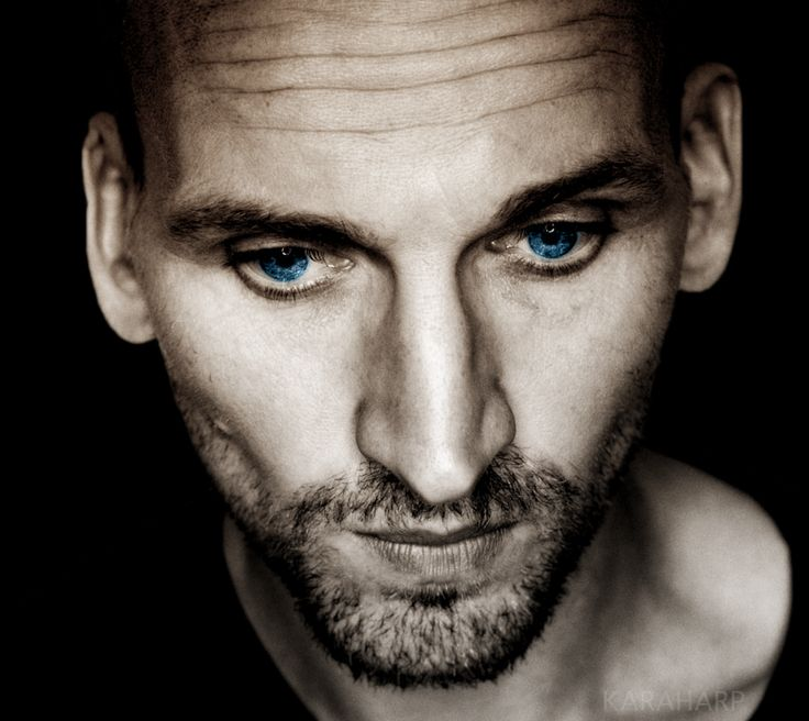 Christopher Eccleston - Ninth Doctor. He's so pretty!