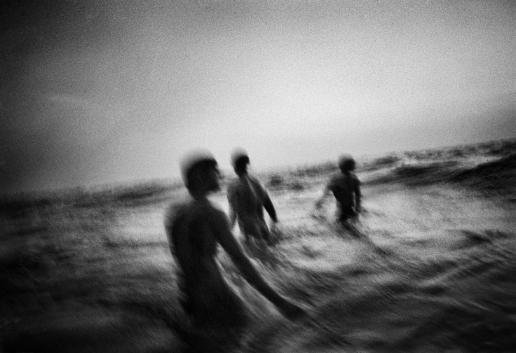 What happens when five Indian men see the ocean for the first time.  Photographs byMartin Bogren,viampdrolet: