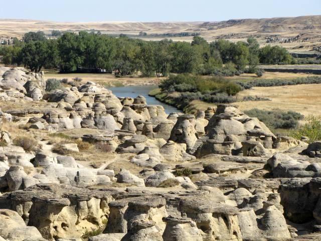 Writing on Stone Provincial Park - Milk River - Hiking Alberta
