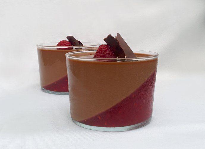 Vasitos de crema de chocolate con frambuesa para #Mycook http://www.mycook.es/cocina/receta/vasitos-de-crema-de-chocolate-con-frambuesa