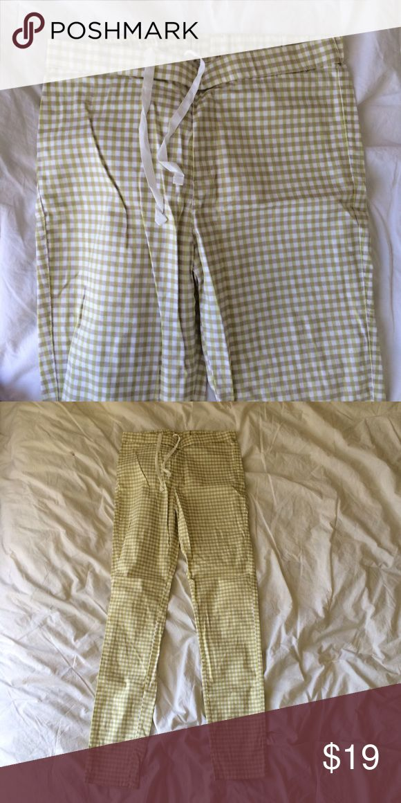 "UNIQLO LEGGINGS NWOT.  Gingham white and yellow green.  Approx 29"" inseam. 🚫NO TRADES🚫 Uniqlo Pants"