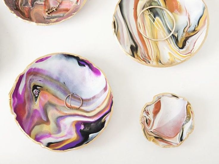 DIY-Anleitung: Schmuckschale aus Fimo mit Marmoreffekt basteln / diy crafting idea: make little bowls with fake marble effect via DaWanda.com