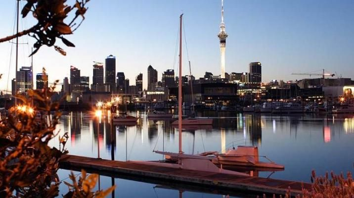 Auckland med Sky Tower