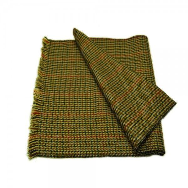 Chester Bufanda Cashmere | Bufanda confeccionada en tela de diseño pata de gallo. Composición: 85% Lana Virgen, 15% Cashmere. Sólo limpieza en seco. Disponible gorra a juego.