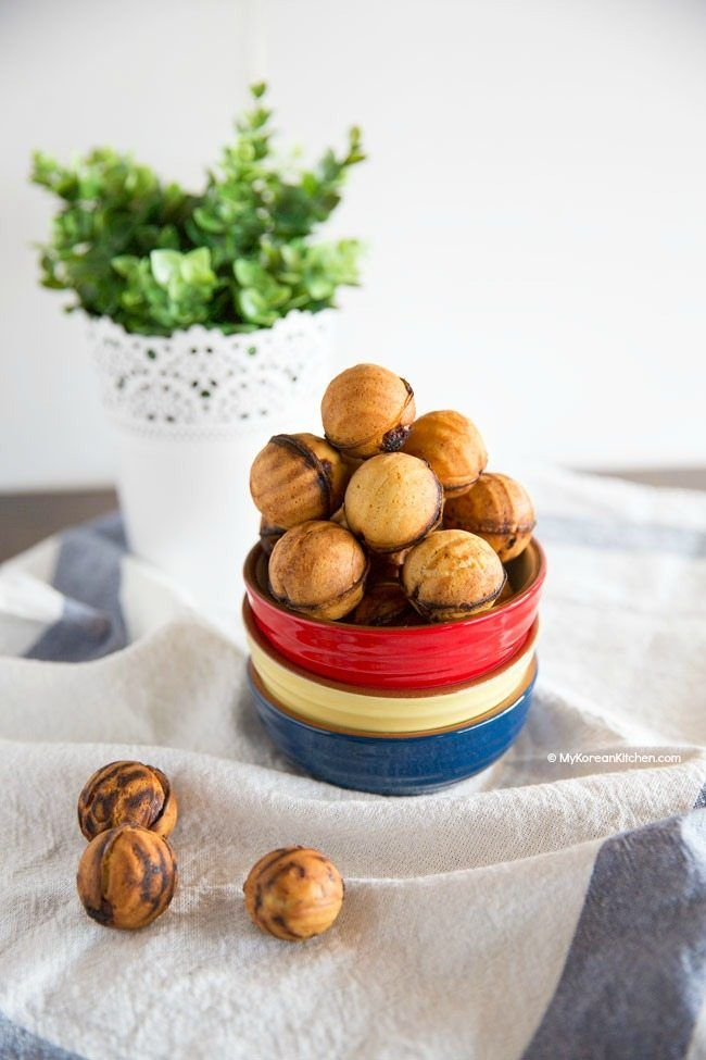 Easy and delicious Korean walnut pastry (Hogugwaja / Hodo Kwaja) recipe. The pastry is filled with sweetened red bean paste and walnuts! A great snack!